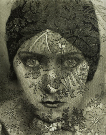 STEICHEN, Edward - Gloria Swanson - 1924 © Permission of the Estate of Edward Steichen | Courtesy George Eastman House