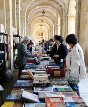 Salon du livre et des revues d'art lors de la première édition du Festival de l'histoire de l'art, mai 2011 © Didier Plowy - Ministère de la Culture et de la Communication