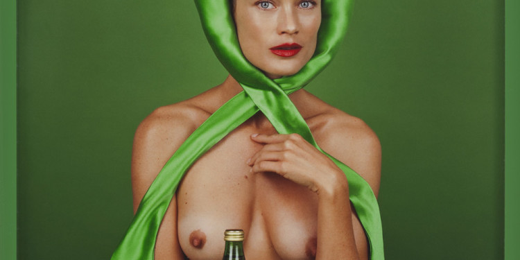 Elad Lassry Woman (Green Bow), 2012 C-print, cornice dipinta cm 29,2x36,8x3,8 Courtesy Massimo de Carlo, Milano