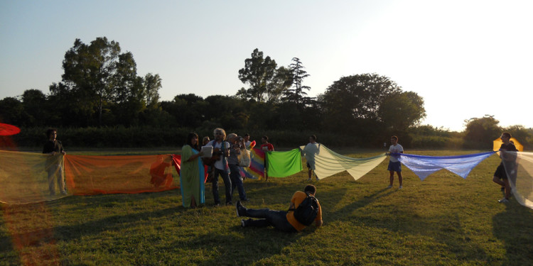 Performance partecipativa Rainbow in Caffarella Valley in Rome - London Biennale Pollination 5.7.2012