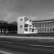 MARCEL DUCHAMP - LE MYSTÈRE DE MUNICH Rudolf Herz, Marcel Duchamp - Le mystère de Munich, in front of the Alte Pinakothek, München 2012 photo montage: Hans Döring © Rudolf Herz