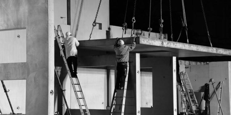 MARCEL DUCHAMP - LE MYSTÈRE DE MUNICH Rudolf Herz, Marcel Duchamp - Le mystère de Munich in front of the Alte Pinakothek München, 2012, Mounting © Horst Moser