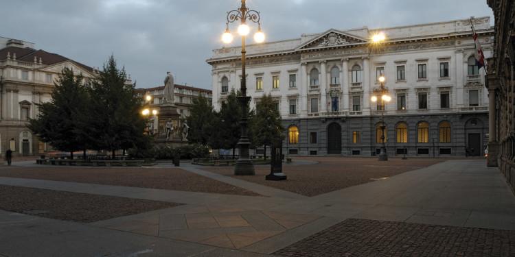 Gallerie d'Italia - Piazza Scala, Milan The entrance in Piazza della Scala