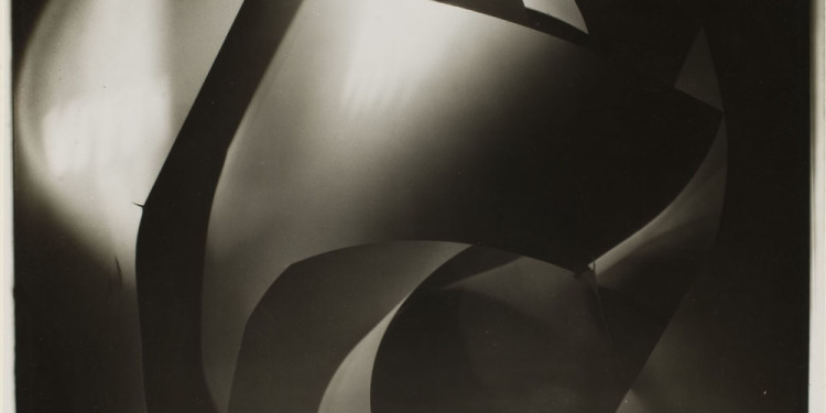 Licht-Bilder: Fritz Winter and Abstract Photography Francis Bruguière, Abstract Study, c. 1926, Gelatin Silver Print, 24,3 x 19,3 cm George Eastman House, Rochester, New York © Courtesy of George Eastman House, International Museum of Photography and Film