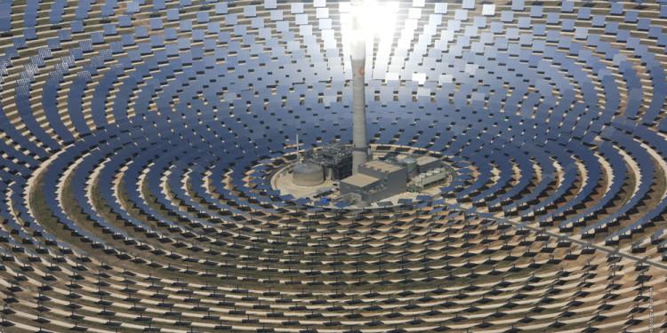 L'immagine mostra un impianto solare in Spagna esempio europeo di come, in un futuro ormai prossimo, verrà ricavata energia rinnovabile dal sole dei deserti.