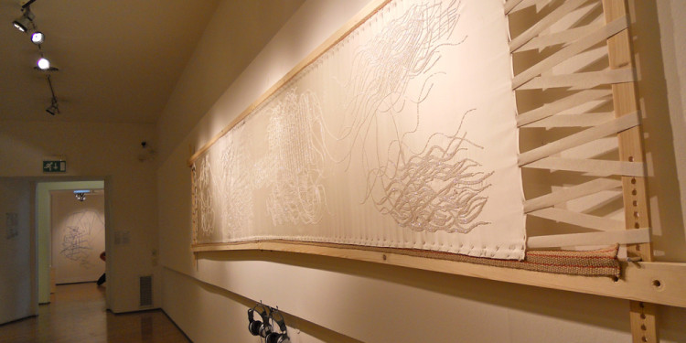 STATO DI FAMIGLIA - Crochet de Lunéville-Fugato for eight embroiderers and amplified frame, 2011, Embroidery frame in solid Spruce (600 x 120 cm) - Fabric satin duchessse /560 x 140 cm) embroidered with crystal Jais