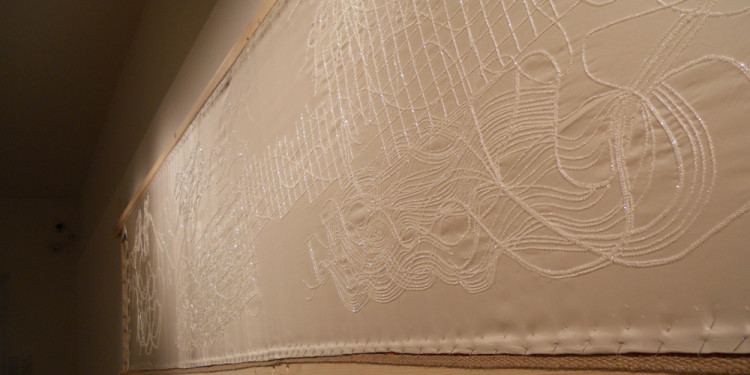 STATO DI FAMIGLIA - Crochet de Lunéville-Fugato for eight embroiderers and amplified frame, 2011, Embroidery frame in solid Spruce (600 x 120 cm) - Fabric satin duchessse /560 x 140 cm) embroidered with crystal Jais - a particular piece of masterpiece