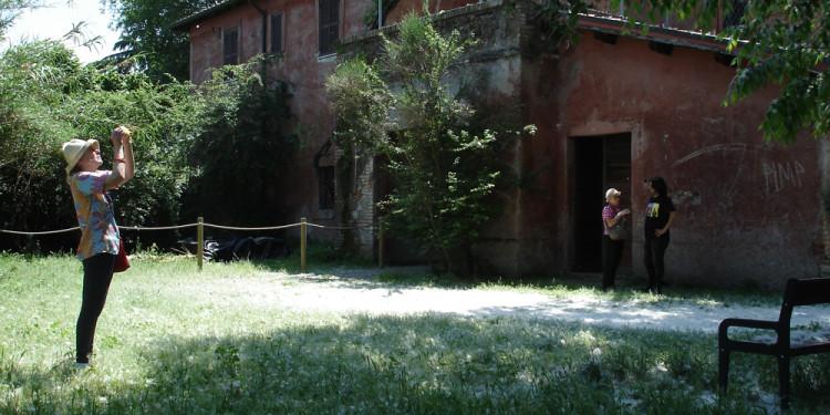 Nevicata dei fiori di pioppo al Casale dell'Ex Mulino - May 9, 2013