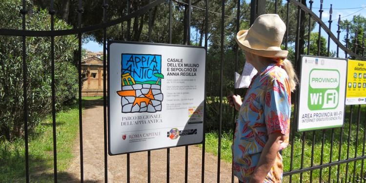 Jill Rock al Sepolcro di Annia Regilla e Casale dell'Ex Mulino - May 9, 2013