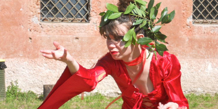 Jo Roberts, performance Altar to the Goddess – Casale Ex Mulino – Caffarella - June 2nd, 2013