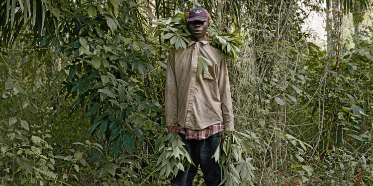 John Kwesi, Wild Honey Collector, Techiman District, Ghana, 2005 © Pieter Hugo. Courtesy of Stevenson, Cape Town/Johannesburg and Yossi Milo, New York.