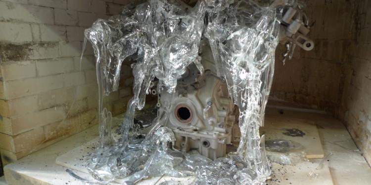 Oksana Mas Quantum Prayer, 2013 vetro e motore in alluminio, cm 60x62x60 - See more at: http://www.irmabianchi.it/mostra/glasstress
