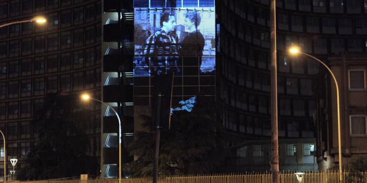 Ladro lui, Ladra lei, 2012, Proiezione del film di Luigi Zampa sulla facciata del palazzo della Regione Lazio, Roma, sabato 29 settembre 2012