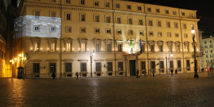 Pastoie a Montecitorio, intervento video-sonoro in Piazza Colonna, Roma, 11 dicembre 2010, ore 21