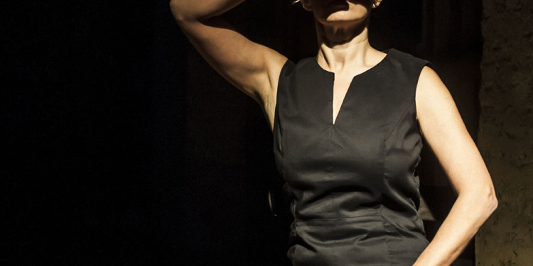 Simona Lisi in Die Schlafenden, regia di Fabrizio Crisafulli, 2013 (foto Lidia Crisafulli)