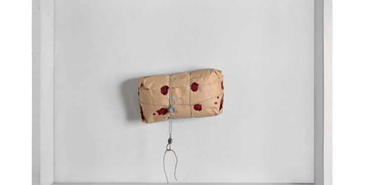 ID 138. Achrome, 1962 circa pacco in carta da imballo, 60x80 cm Milano, Fondazione Piero Manzoni in collaborazione con Gagosian Gallery