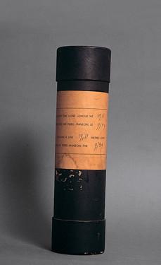 ID 162. Linea m 19,11, 1959 inchiostro su carta, tubo di cartone, h 27 cm; d 7 cm Milano, Fondazione Piero Manzoni in collaborazione con Gagosian Gallery