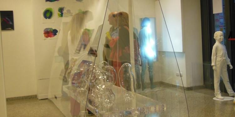 """alcuni artisti in """"Reale Trasparenza"""" di alcuni artisti della mostra presso RO.MI. Arte contemporanea"""